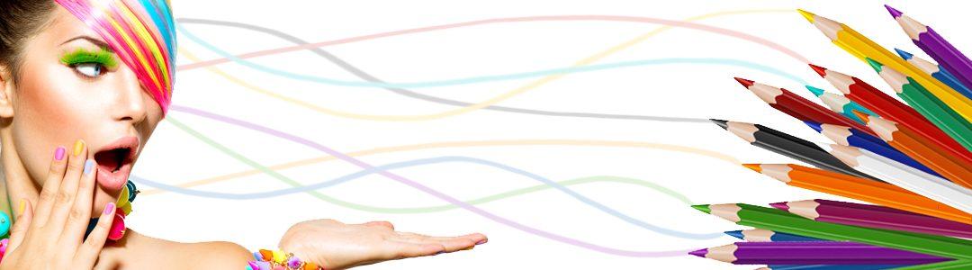 une femme aux cheveux colorés par des crayons de couleurs